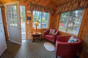 Soldotna Alaska Lodging and Cabins - A Cabin by the Pond (36)